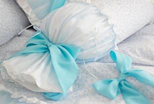 蝴蝶结蕾丝抱枕打造舒适与惬意生活