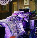 奢华紫色床品诠释着主人浪漫情怀