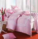 粉色床品深得女性朋友的喜爱