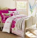 花朵床品给卧室营造出田园之美