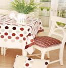 精美桌布给桌子披上美丽外衣