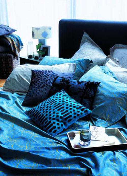 简约与奢华互补 魅力温暖蓝色床品