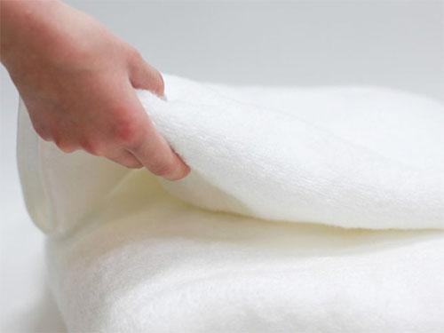"""一条纯白毛巾如何通过定位""""自我逆袭"""""""