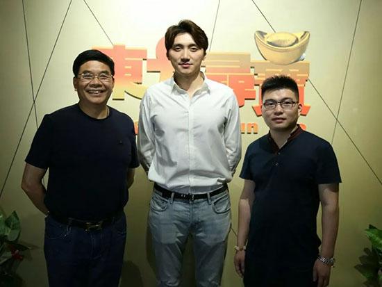 晚安集团品牌总监、晚安中国红木馆总经理陈泽岑一行来访