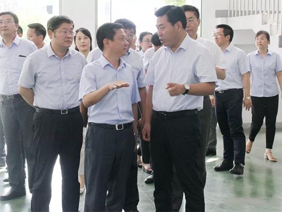 王连春带队慰问纺织集团一线员工
