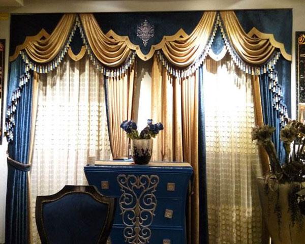 和心布艺在武汉设有5000多平米的布艺展示厅和配售中心,集中展示了国内外上十万种花色品种的装饰窗帘布并提供多种不同的风格,不同款式以供客户参考选择。