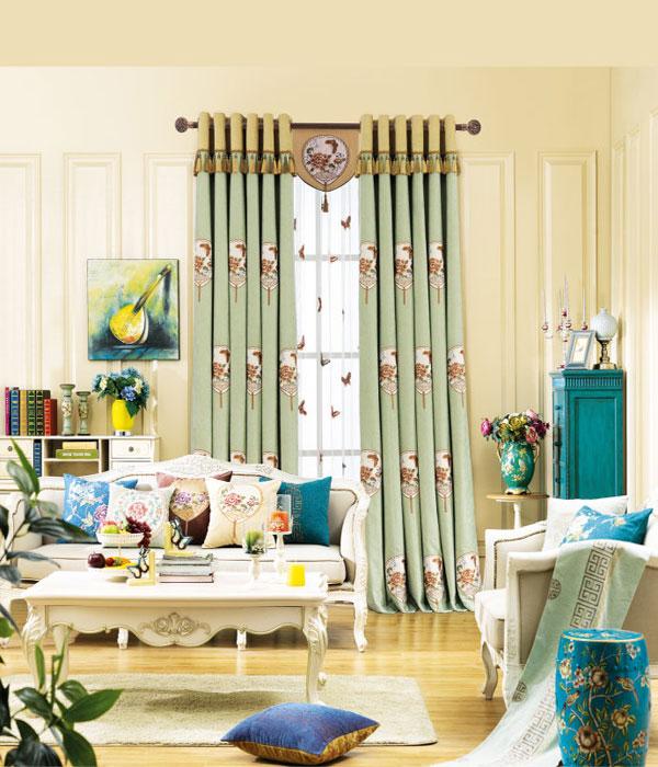 高楼大厦崛起,窗帘布艺必不可少。一个家庭至少需要3一5对窗帘,每对窗帘的售价不少于干元,每个家庭至少有3000一5000元财富可挖掘,这还不算后期更换,可见窗帘的市场之大。相对于传统单一的窗帘,艺术窗帘更受大众的喜爱。当下是80、90后的消费时代,迎合这类消费群体的需求才会有广泛的财富出路。