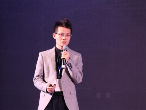 水星家纺李来斌与其父李裕杰相比成绩如何?