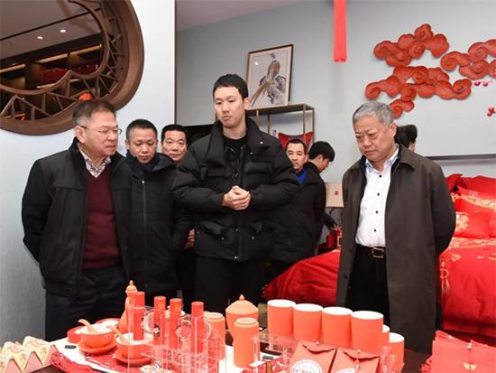 集团领导和嘉宾走访恒源祥工厂和旗舰店