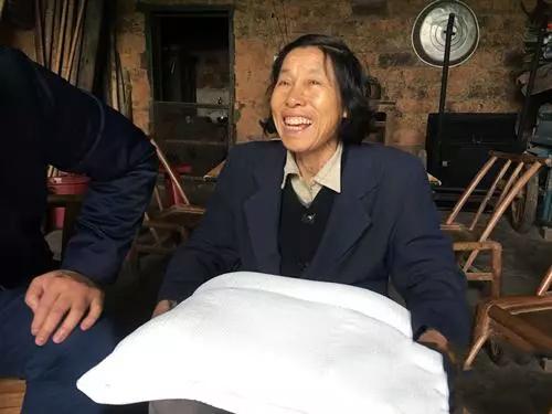 梦洁家纺爱心捐赠仪式在茶陵暖心举行