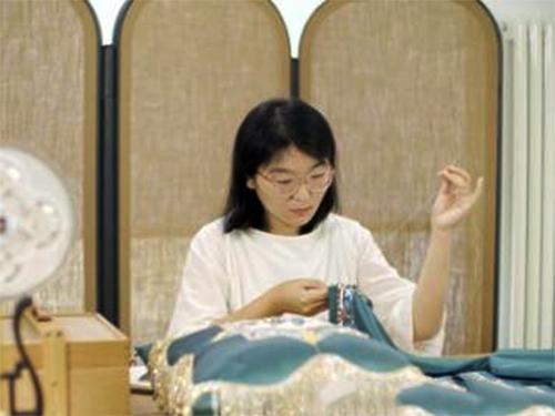 携手刺绣设计师石佳冉 罗莱家纺国粹纪录片破千万