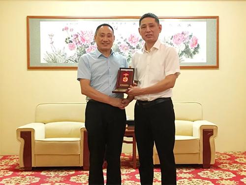 """鸿润总裁荣获""""庆祝中华人民共和国成立70周年""""纪念章"""