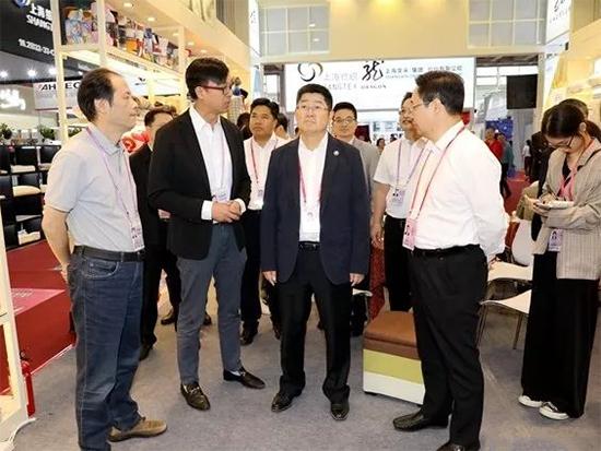 浙江省副省长朱从玖莅临公司广交会家纺品牌展位调研指导