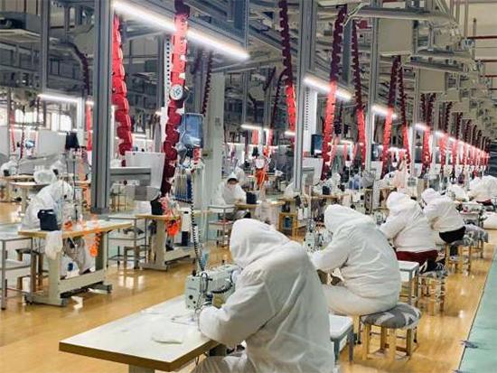 迎戰疫情 家紡企業1500名工人日夜趕制口罩