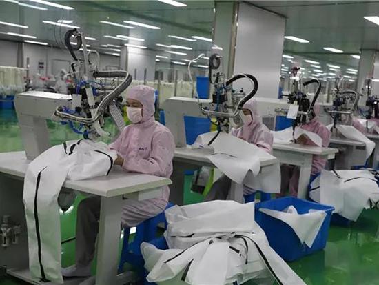 愉悅家紡開足馬力生產防護服、口罩
