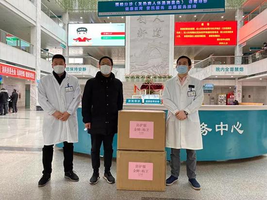 金蟬布藝向紹興市中心醫院捐贈100套醫療防護服
