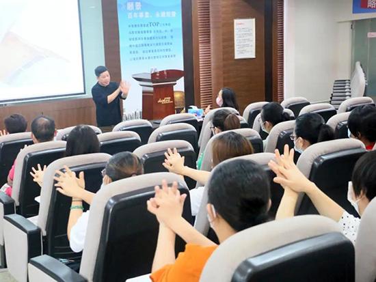 黛富妮公司举办疫情防控和健康培训讲座
